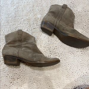 Kenneth Cole reaction 8.5 tan suede cowgirl boots